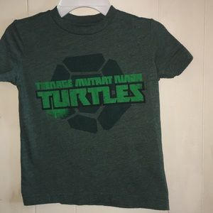 Boys size 5 green short sleeve ninja turtle shirt